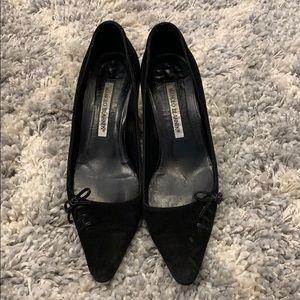 Manolo Blahnik blk suede size 37 (7) kitten heels